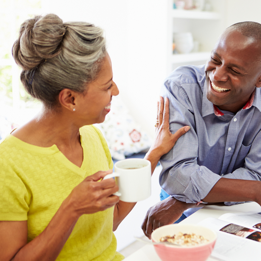 Strengthens the Microbiota – Couple enjoying breakfast together in the kitchen